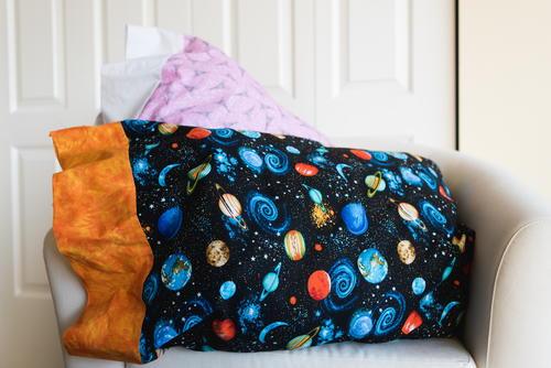 Easy DIY Pillowcase Tutorial & Easy DIY Pillowcase Tutorial | AllFreeSewing.com pillowsntoast.com