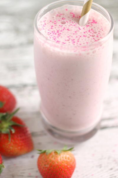 Strawberry Vanilla Breakfast Milkshake