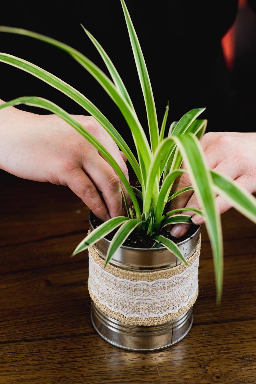 Coffee Tin Flower DIY Vase DIYIdeaCenter com