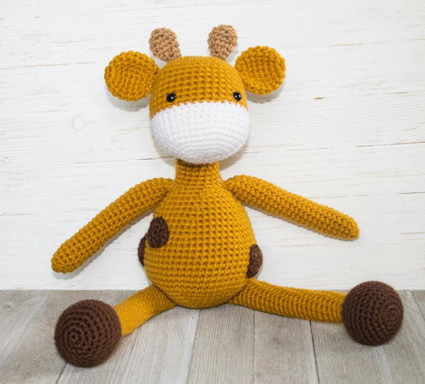 The Friendly Giraffe Amigurumi