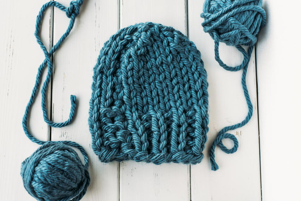 Free Knitting Pattern Hat Bulky Yarn : Cozy Bulky Knit Hat AllFreeKnitting.com