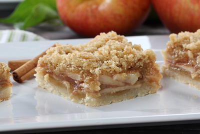Apple Cobbler Shortbread Squares