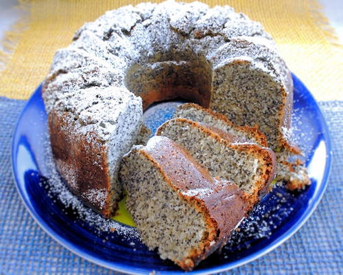 Old Fashioned Poppy Seed Cake