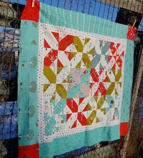 Disappearing Four Patch Baby Quilt Favequilts Com