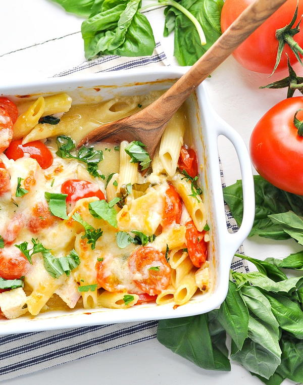 Dump-and-Bake Chicken Caprese Pasta