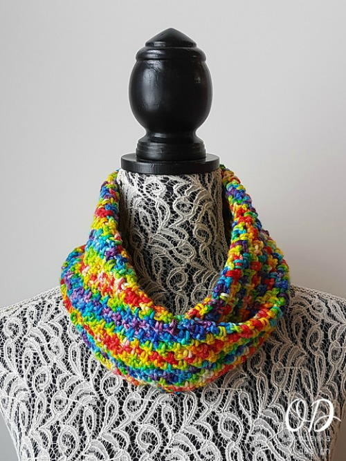 Chasing Rainbows Cowl