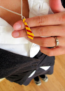 Easy Hogwarts Costume and Tie Necklace