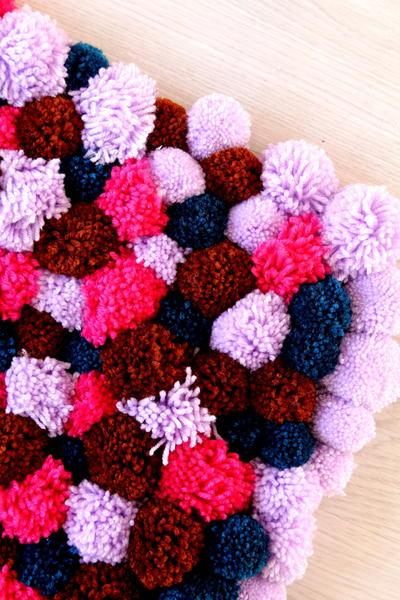 Christmas crafts free knitting patterns free crochet for Pom pom craft patterns