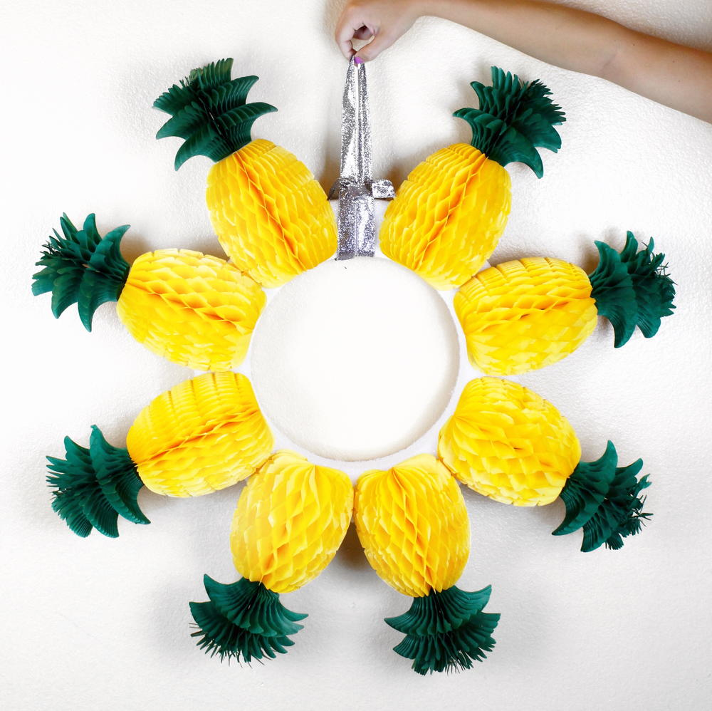 Diy pineapple wreath for Diy summer wreath