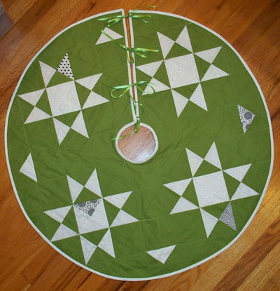 round christmas tree skirt patterns north pole tree skirt - Christmas Tree Skirt Pattern