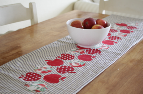 Country Apple Table Runner