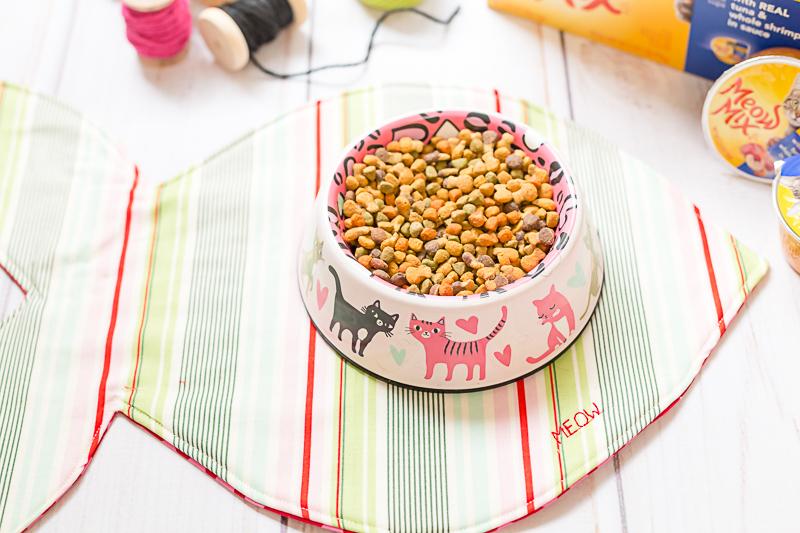 Diy Sew A Fishy Cat Food Mat Tutorial Allfreesewing Com