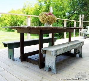 DIY Barn Door Table   DIYIdeaCenter com