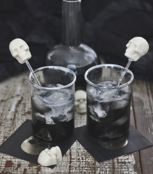 Eerie-sistibly Simple Black and White Russian