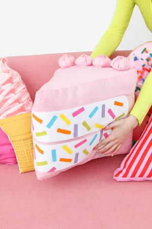 No-Sew Piece of Cake DIY Pillow