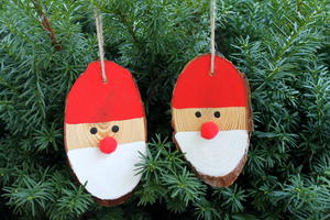 Easy Wood Slice Santa Ornaments