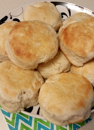Copycat Cracker Barrel Buttermilk Biscuits