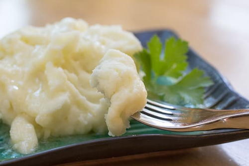 Extra Creamy Roasted Garlic Mashed Potatoes