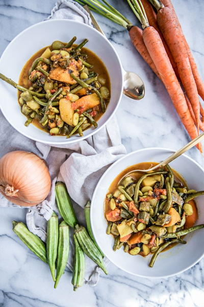 Easy and Healthy Vegetable Soup with Turmeric