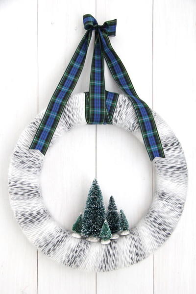 DIY Winter Yarn Wreath