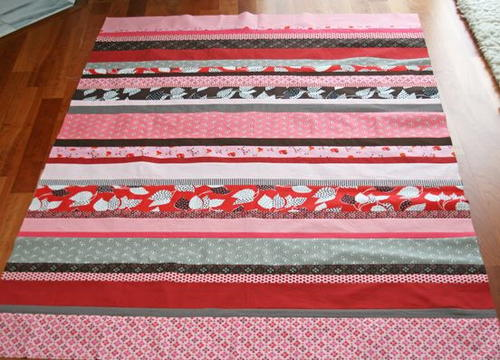 Simple Strawberry Strip Quilt Tutorial