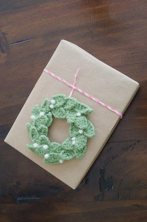 Christmas Wreath Crochet Gift Topper