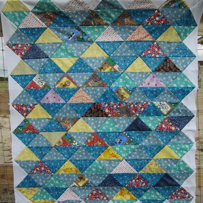 Quilt Designs With Triangles : 25 Half Square Triangle Quilt Patterns FaveQuilts.com