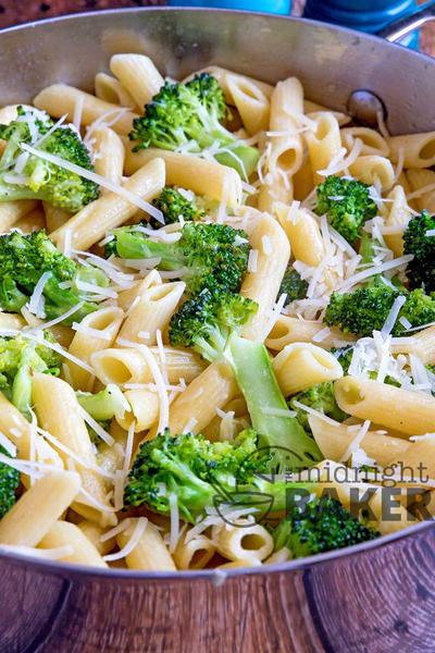One-Skillet Broccoli Garlic Pasta