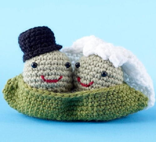 Crochet Wedding Gifts Patterns: Two Peas In A Pod Amigurumi Crochet Pattern