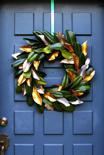 Easy DIY Magnolia Wreath