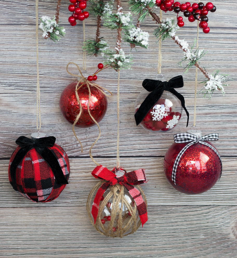 Easy Ways to Decorate a Clear Christmas Ornament ...