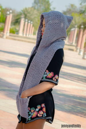 Chloe Hooded Pockets Scarf