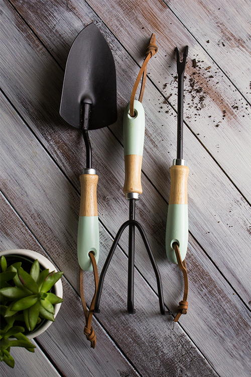 DIY Easy Paint-Dipped Garden Tools