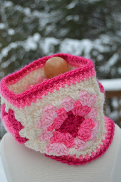 Pop of Pink Granny Cowl