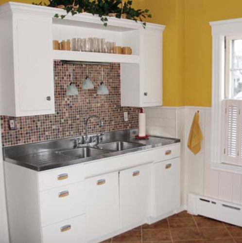 Retro Chic Small Kitchen Remodel Idea