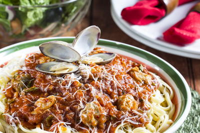 Linguine and Clams with Red Sauce