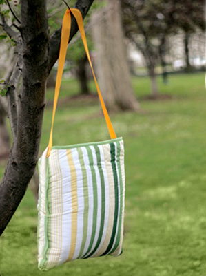 How to Make a Waterproof Picnic Blanket Tote