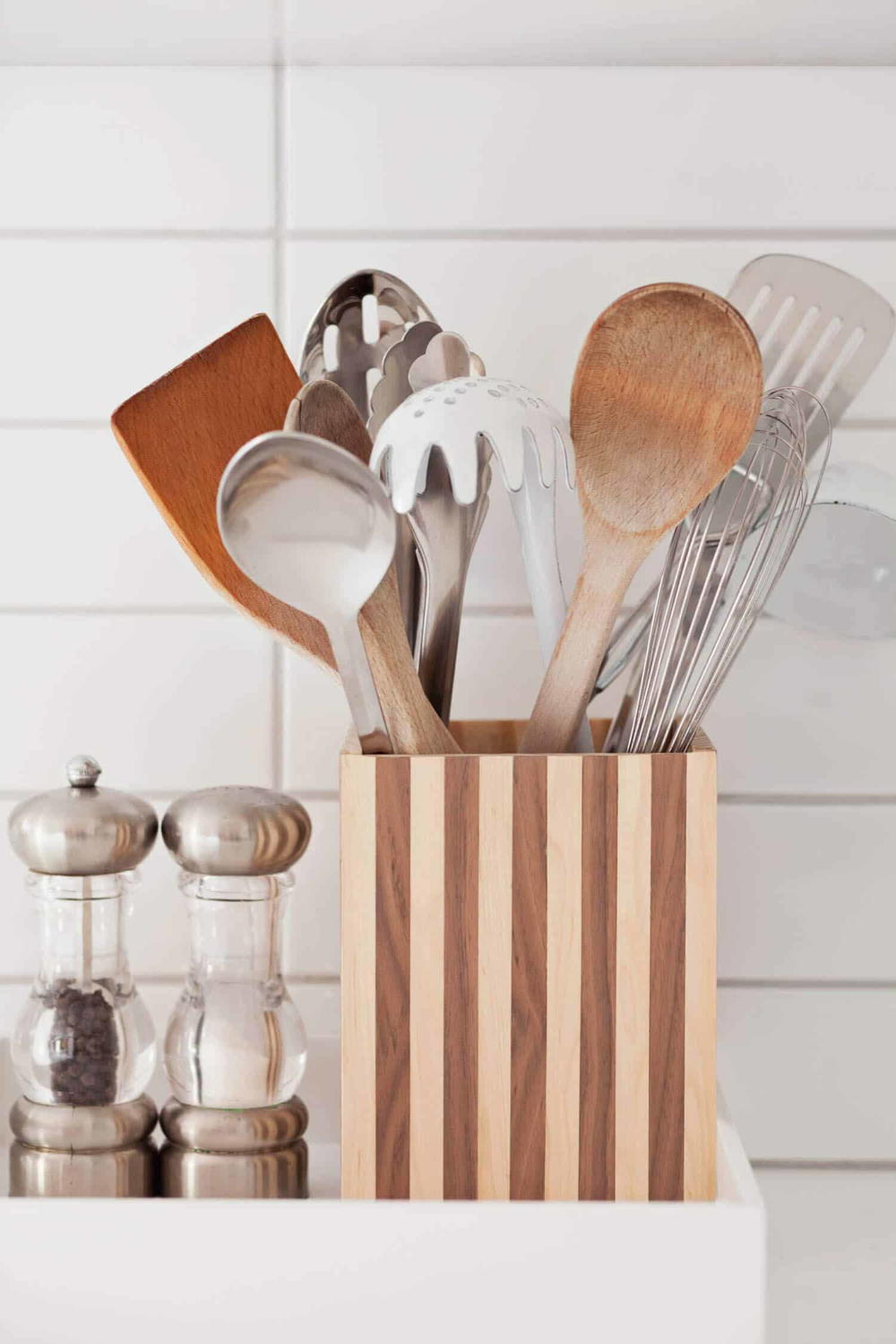 diy kitchen utensil holder | cheapthriftyliving