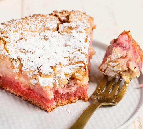 Grandmas Strawberry Ooey Gooey Cake