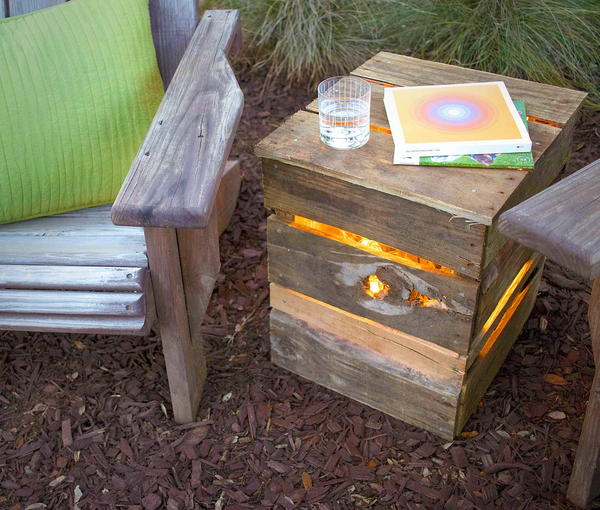 DIY Pallet Light Box