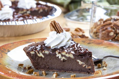 Chocolate Pecan Fudgy Pie