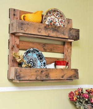 Country Cottage DIY Pallet Shelf
