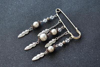 Pearl Brooch Pin | AllFreeJewelryMaking com