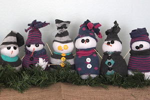 Frosty Sock Snowmen Family