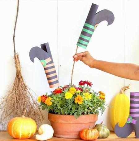 Construction Paper DIY Witches Shoes
