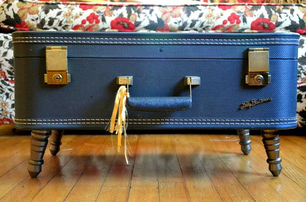 15 Minute Vintage Suitcase Coffee Table