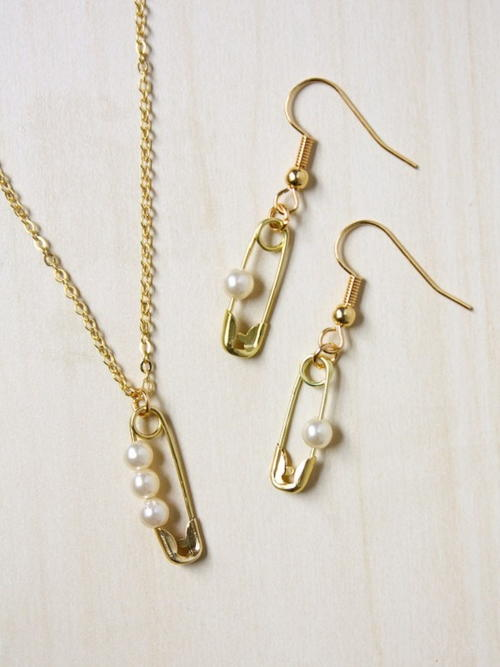 Pearl Safety Pin Jewelry Set