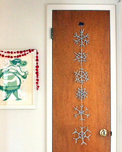 Shimmering Snowflakes DIY Christmas Garland