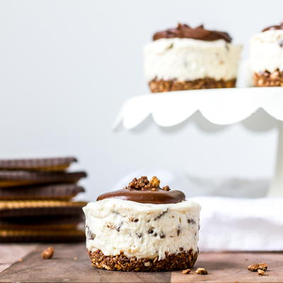 No Bake Mini Cheesecakes with Chocolate Butter Biscuits