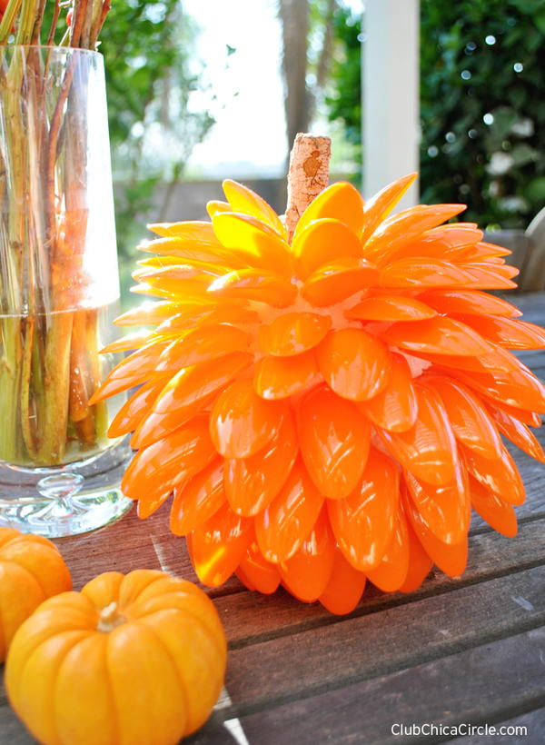 Plastic Spoon Pumpkin Craft for Fall